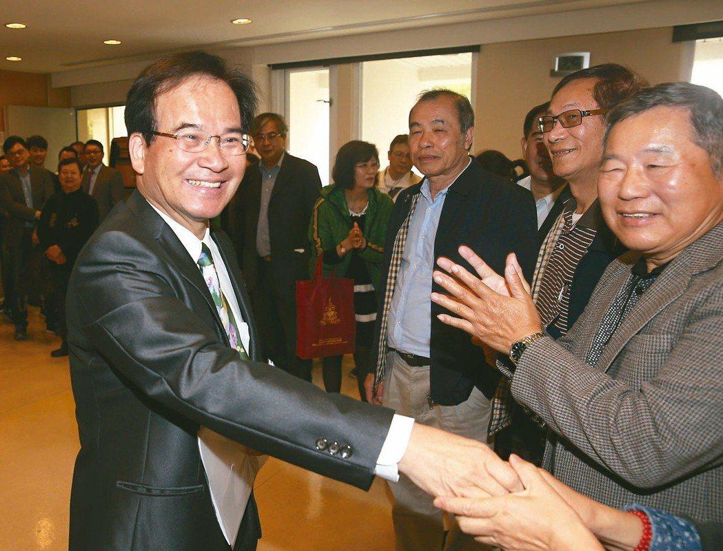 前台南縣長蘇煥智(左)宣布退出民進黨,投入台北市長選舉。 圖/聯合報系資料照片