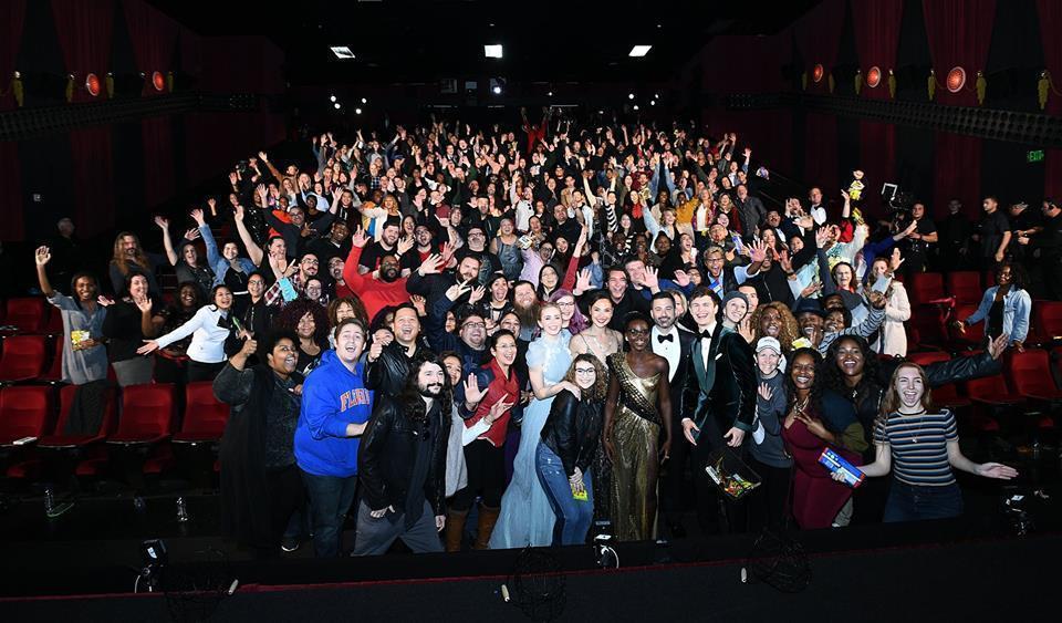 今年奧斯卡頒獎典禮竟然出現主持人吉米金莫帶隊出走,並一起突擊電影院的有趣場面。圖