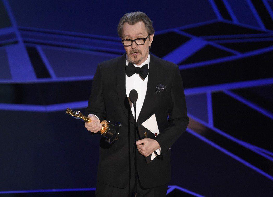蓋瑞歐德曼拿下奧斯卡影帝獎座。 圖/美聯社