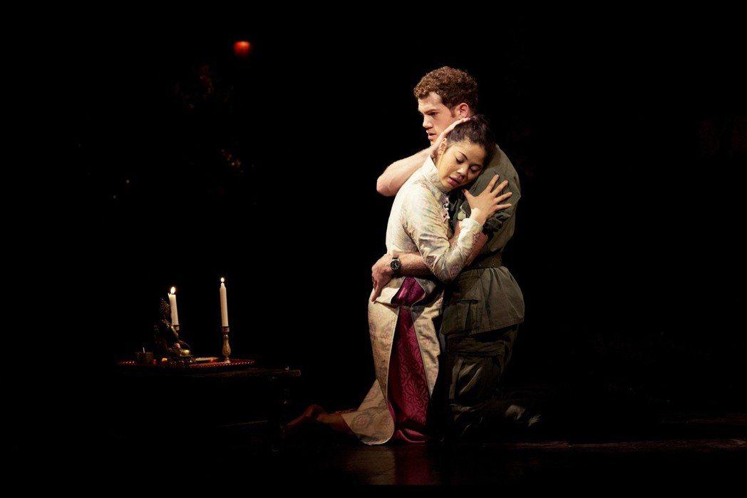 「我想起自己對越南/越戰最初的印象,就是2000年在紐約百老匯看的《西貢小姐》,...