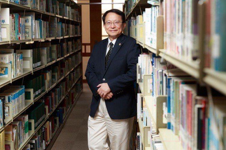 兩年多前從UCLA回台擔任交大校長的張懋中,預知台灣教授中空化的問題,一回台就著...