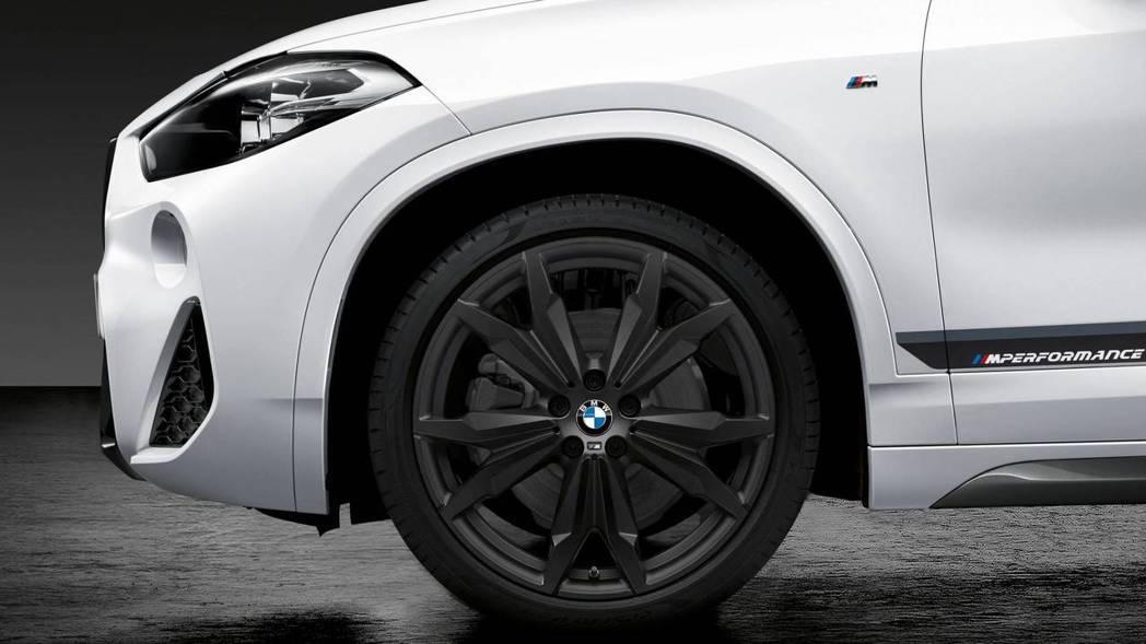 BMW X2 M套件輪圈。 摘自BMW