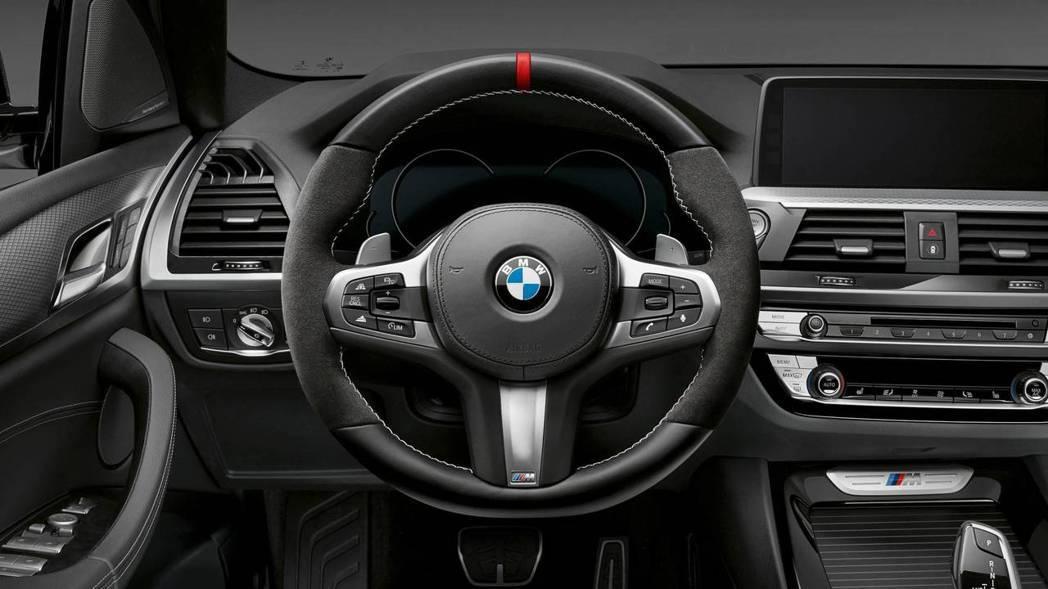 Alcantara麂皮跑車方向盤。 摘自BMW
