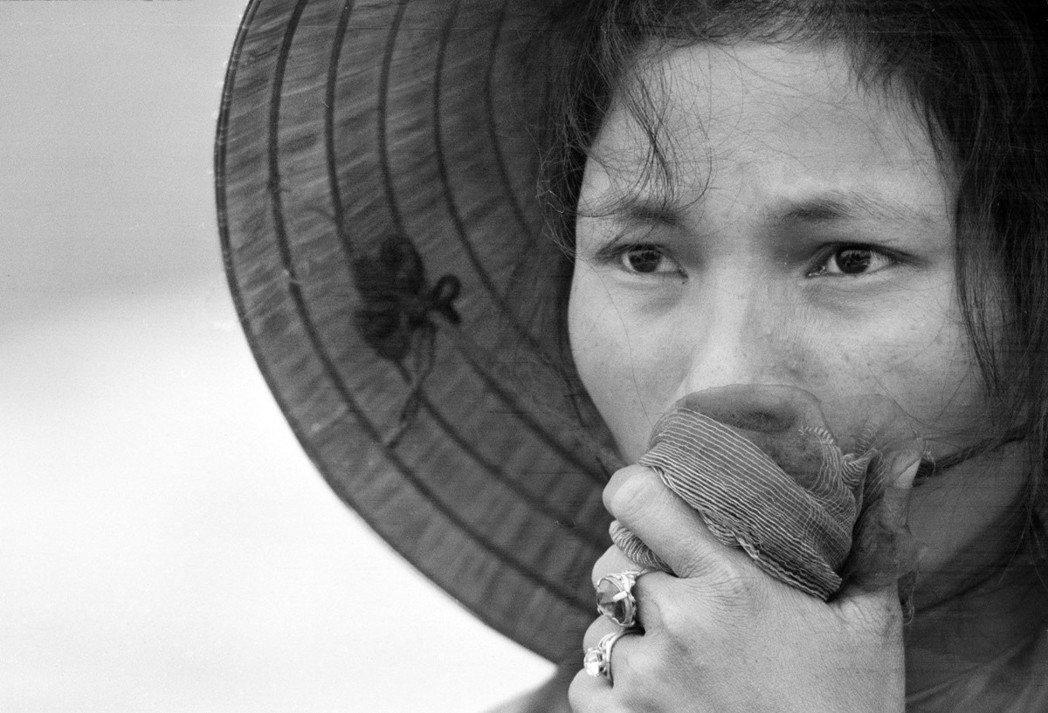 《沉靜的美國人》說的是越南,卻看不到越南,和《現代啟示錄》如出一轍——即使這些作...