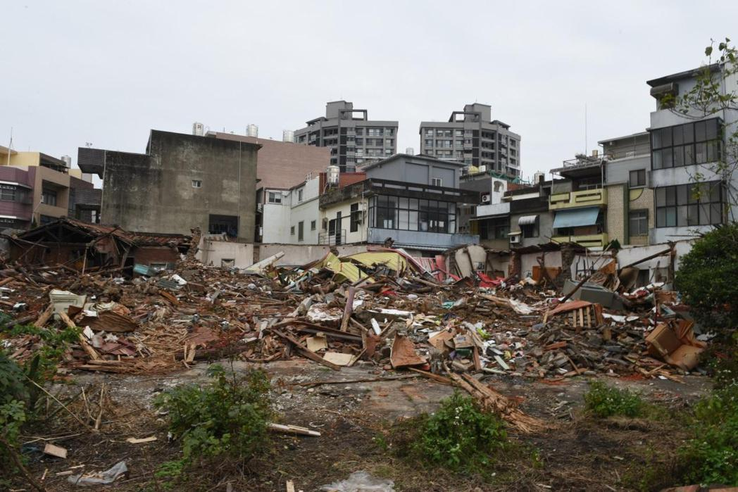 已成瓦礫的新竹太原第。  圖/作者自攝
