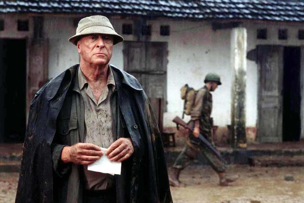 書中主角——英國記者佛勒——就是葛林的親身經歷。圖為2002年電影版的《沉靜的美...
