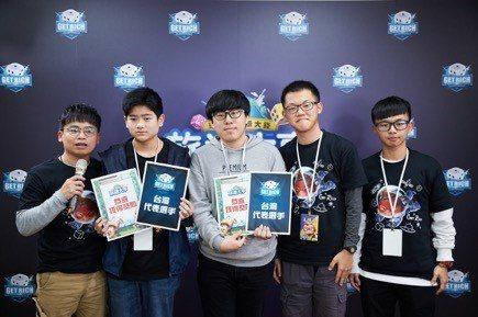 2位優勝者將正式代表台灣前進印尼參加決賽,分別是劉宏哲(左2),與左3的劉忠浩(...