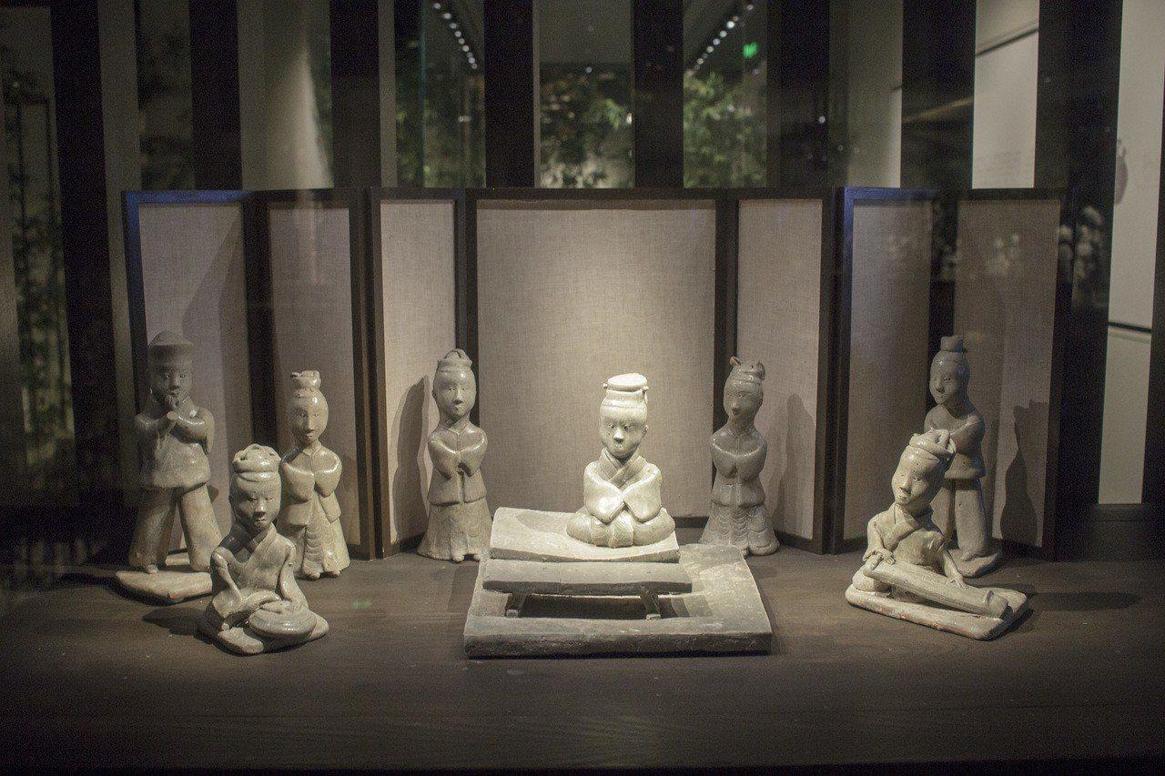 六朝博物館裏頭的瓷俑群相 ©張詩晨