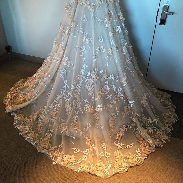 米拉索維諾穿Romana Kevaza設計師禮服。圖/取自IG @mirasor...