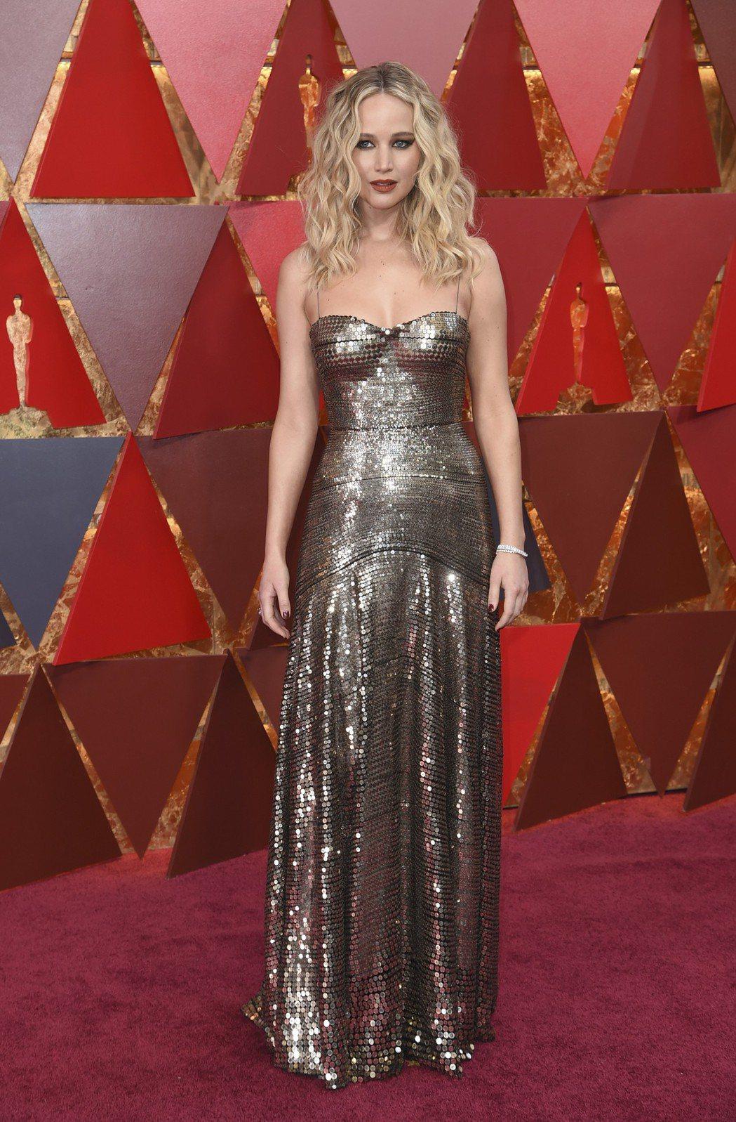 珍妮佛羅倫斯穿著Dior金屬光澤禮服。圖/美聯社