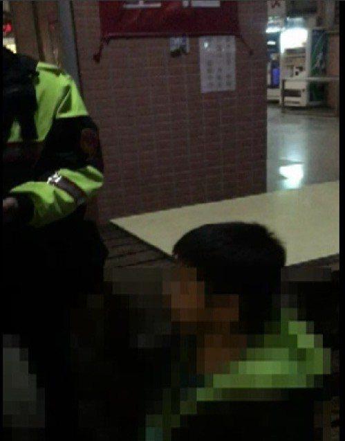 男童跑到同學家玩,母親不知情報案,警察找到他。記者游振昇/翻攝