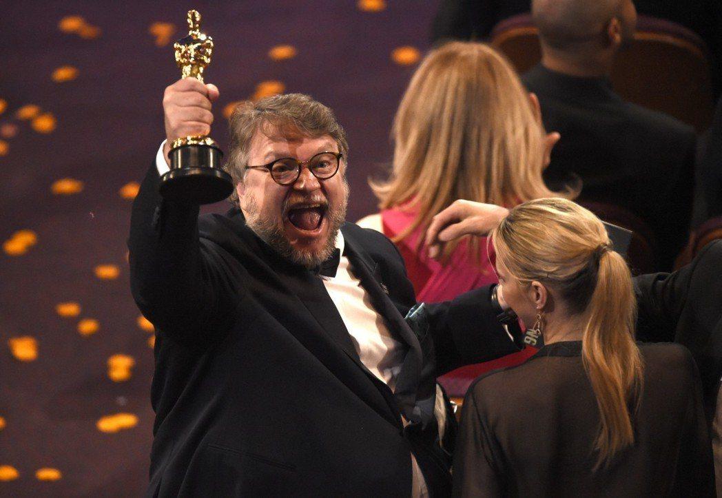 吉勒摩戴托羅以「水底情深」拿下奧斯卡獎最佳導演。圖/美聯社