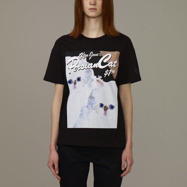 Kim Jones與GU合作系列女裝印花T恤,約390元。圖/GU提供