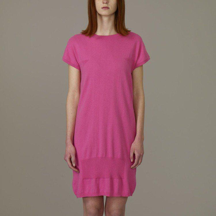 Kim Jones與GU合作系列女裝法式袖針織連身裙,約890元。圖/GU提供