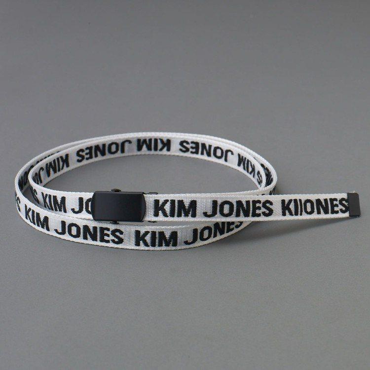 Kim Jones與GU合作系列女裝窄版鐵扣腰帶,約390元。圖/GU提供