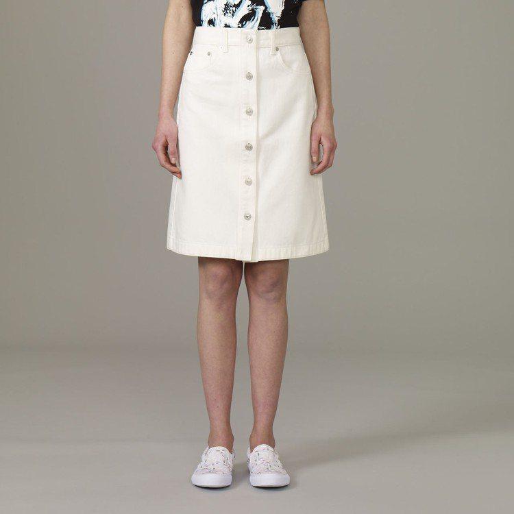 Kim Jones與GU合作系列女裝前釦式牛仔裙,約790元。圖/GU提供