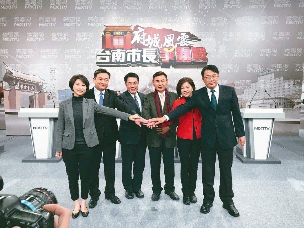 民進黨6名台南市長參選人1月參加電視辯論。左起為陳亭妃、王定宇、黃偉哲、李俊毅、...