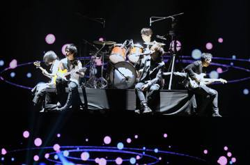 五月天「第10代大型巡迴演唱會」全新世界巡迴「LIFE人生無限公司」4日唱進包括保羅麥卡尼(Paul McCartney)、席琳狄翁(Celine Dion)、紅髮艾德(Ed Sheeran)、火星...