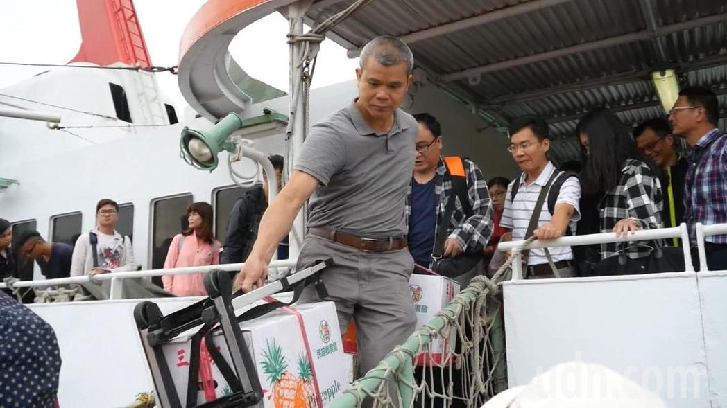 為了服務旅台鄉親,金門縣政府將在清明假期開辦包船,每年都吸引不少鄉親搭乘。記者蔡...