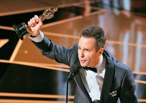 山姆洛克威爾、艾莉森珍妮分別以「意外」、「老娘叫譚雅」拿下第90屆奧斯卡獎最佳男、女配角。山姆洛克威爾是好萊塢搶眼的綠葉演員,曾演出「鋼鐵人2」、「霹靂嬌娃」及「綠色奇蹟」等片,他獲獎時致詞維持一貫...