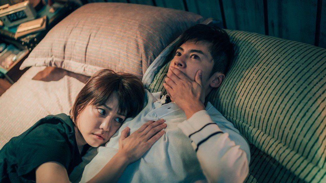 李國毅(右)、謝欣穎在「1006的房客」第一集就上演床戲。圖/歐銻銻娛樂提供