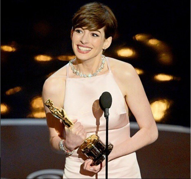 安海瑟薇分享自己獲奧斯卡獎當晚經驗,表示得獎是最開心的,酸民也無法破壞。圖/摘自...