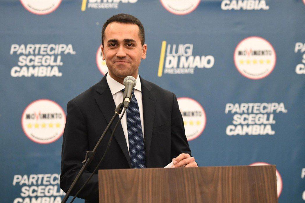 「五星運動」成為義大利大選最大贏家,黨魁迪馬尤5日於羅馬發表談話。(歐新社)