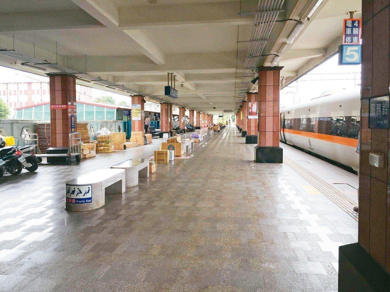 地震後,原本人來人往的花蓮車站也顯得空蕩蕩。 記者徐庭揚/攝影