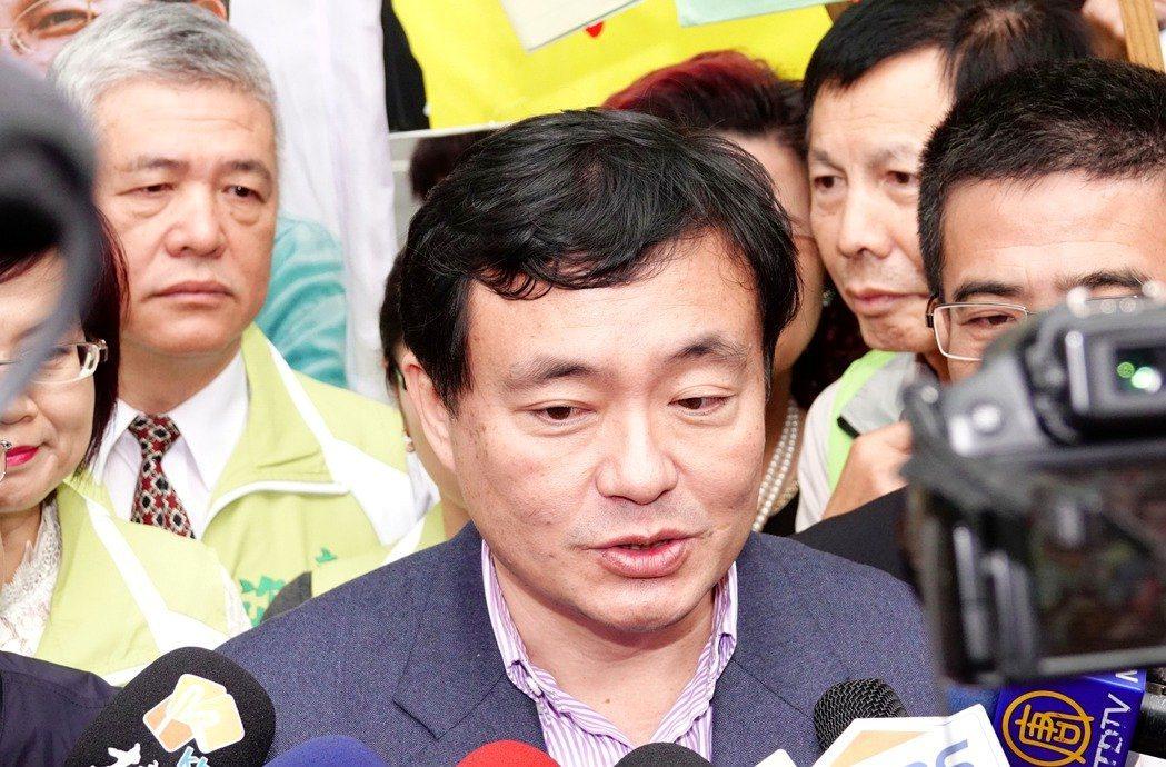 民進黨秘書長洪耀福表示,雙北市徵召人選會擺在最後處理,目前並不急。 圖/聯合報系...