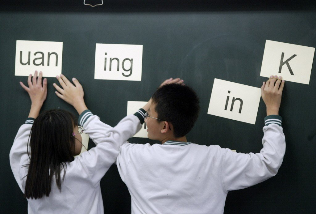 以人類腦袋的設計,學習注音符號又學習羅馬字母(英文字母),並不構成什麼大困難。 圖/聯合報系資料照