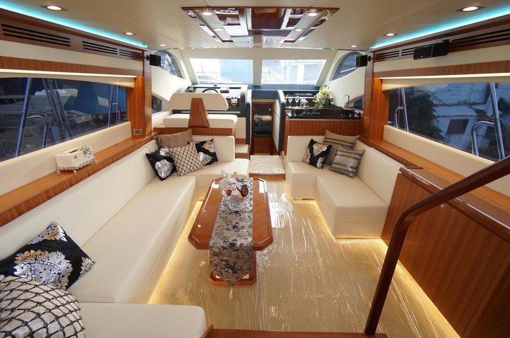 以打造50呎以上豪華遊艇見長的巨星造船,憑藉著細膩奢華的設計與高性價比的優勢,讓...