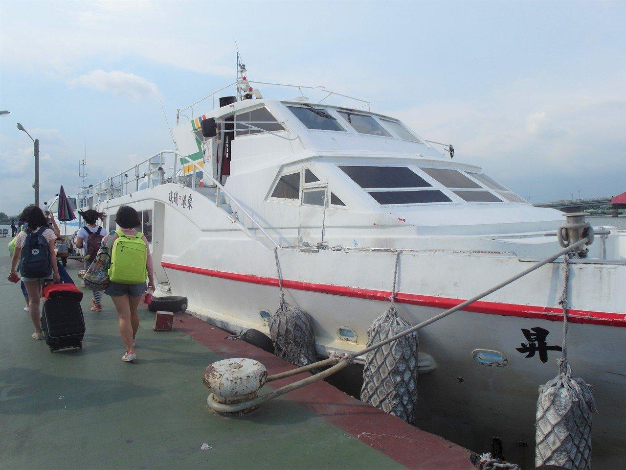 ▲東港小琉球往返船。(圖/Tripbaa趣吧!亞洲自由行專家)