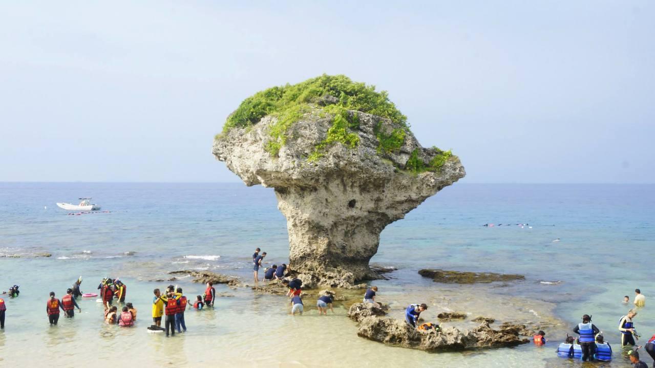 ▲小琉球花瓶岩。(圖/Tripbaa趣吧!亞洲自由行專家)