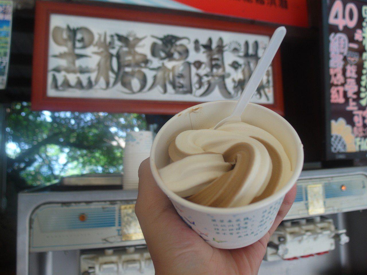 ▲小琉球黑糖霜淇淋。(圖/Tripbaa趣吧!亞洲自由行專家)