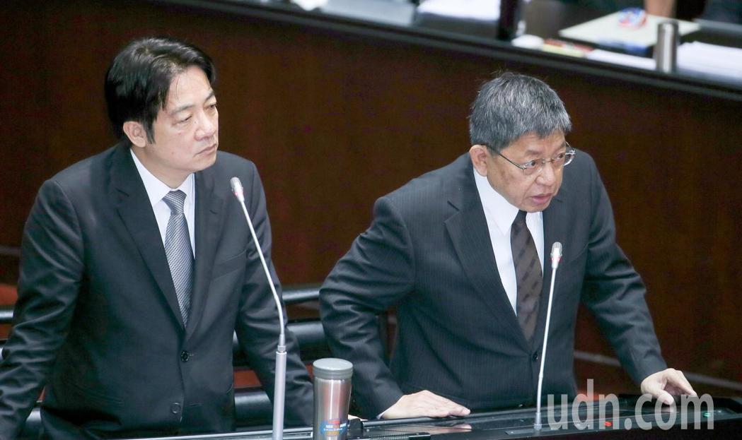 行政院長賴清德(左)上午在立法院答詢時說,中國政策不管是惠台政策或是九二共識等,...
