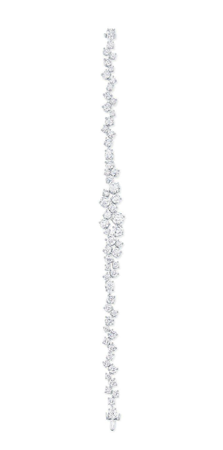 艾利森威廉斯配戴的海瑞溫斯頓绚漪锦簇Sparkling Cluster鑽石手鍊,...