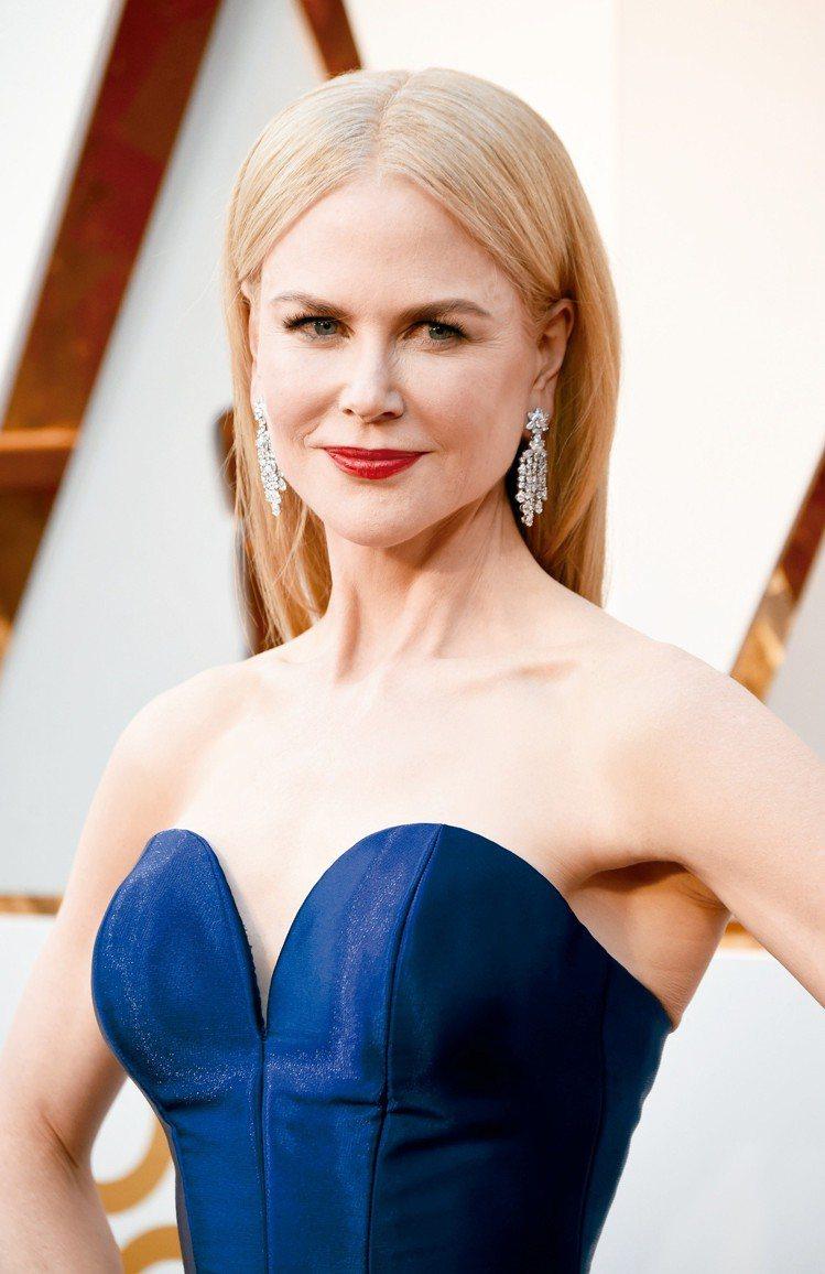 妮可基嫚整身配戴總重約84克拉的海瑞溫斯頓鑽石首飾,高貴奪目。圖/海瑞溫斯頓提供