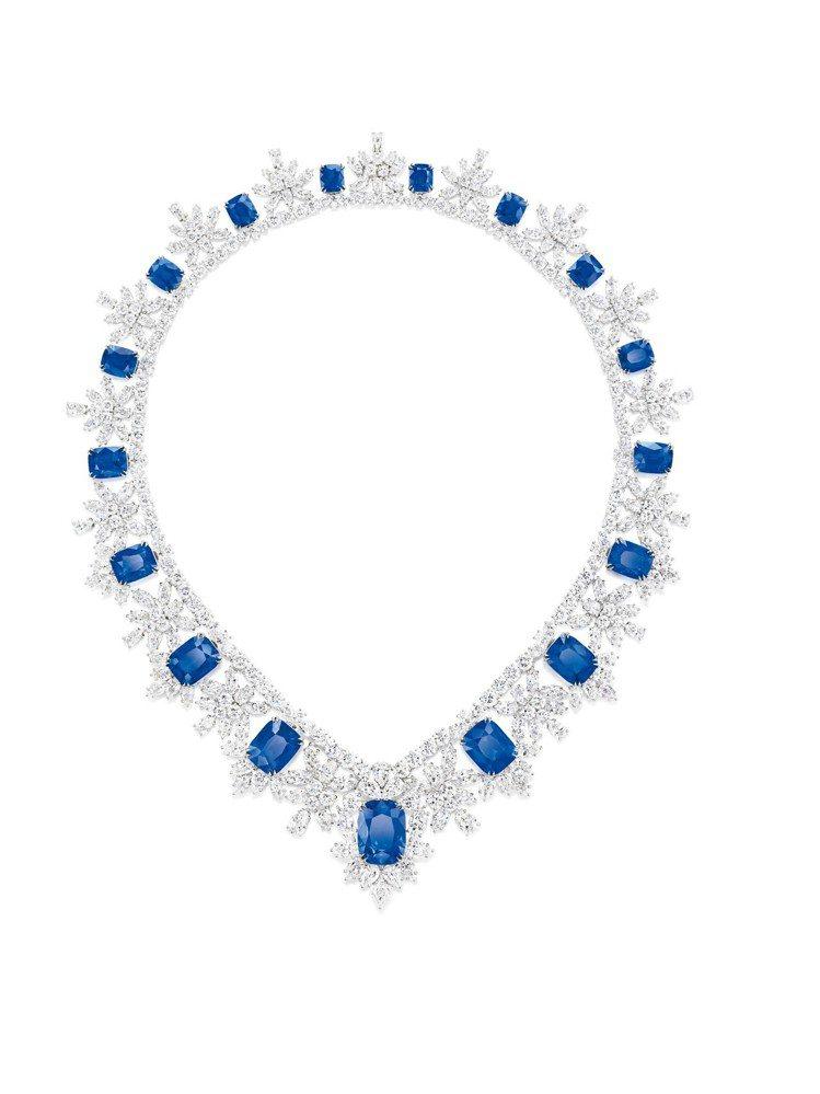 海倫米蘭配戴的海瑞溫斯頓枕型切工藍寶石鑽石項鍊,總重約115.27克拉鑽石。圖/...