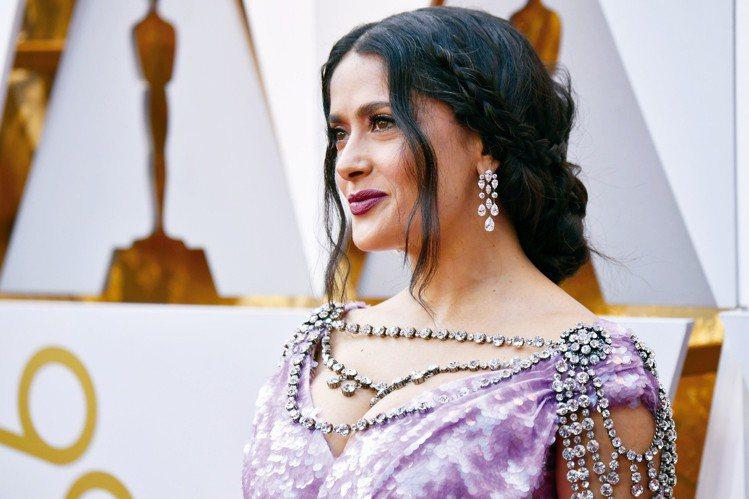 莎瑪海耶克以Gucci禮服搭配總值超過420萬美金的海瑞溫斯頓鑽石珠寶。圖/海瑞...