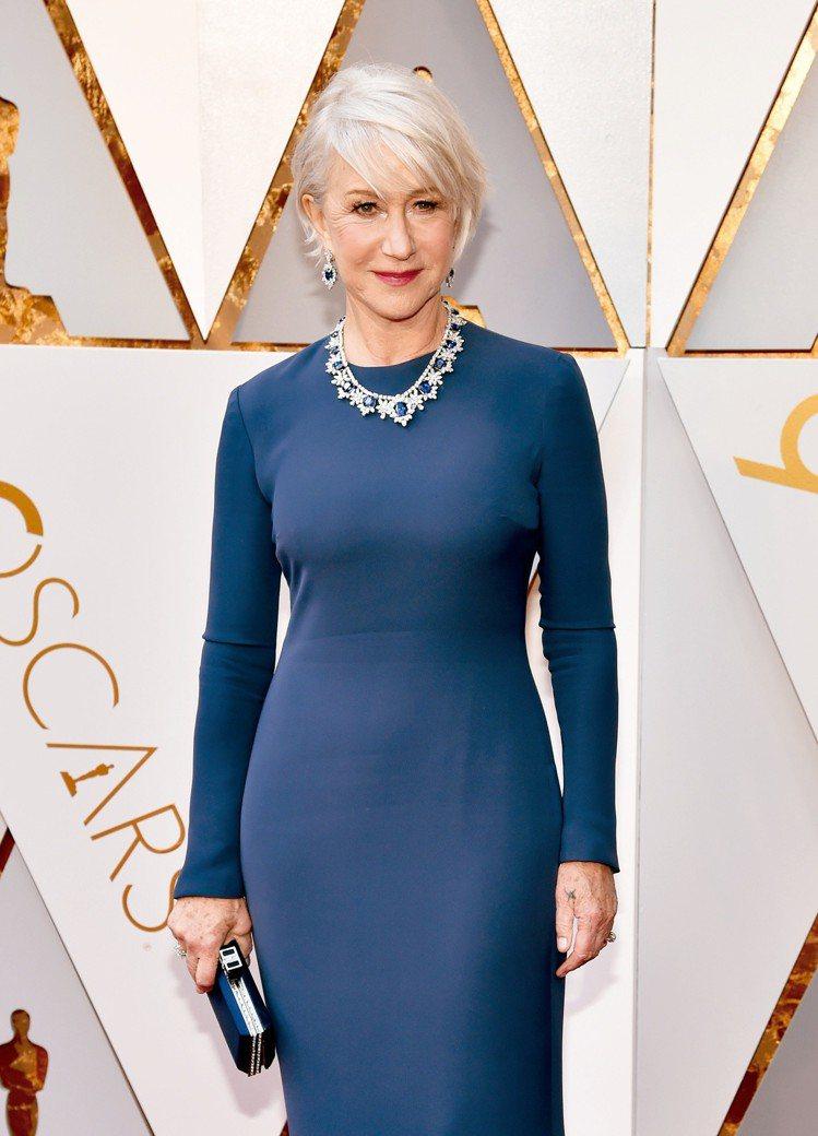 海倫米蘭配戴總值超過380萬美金的海瑞溫斯頓藍寶石及鑽石首飾出席紅毯,其中枕型切...