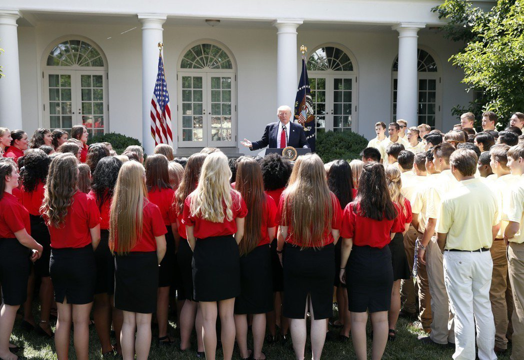 紐約時報5日報導,美國人 如今在子女的性別上似乎偏愛女孩。圖為美國總統川普去年7...