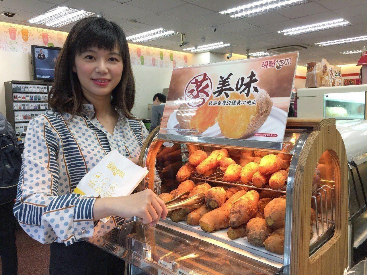 統一超商販售的「現蒸地瓜」一直是超商的熱銷商品,有些門市每天吸引超過200人次前...