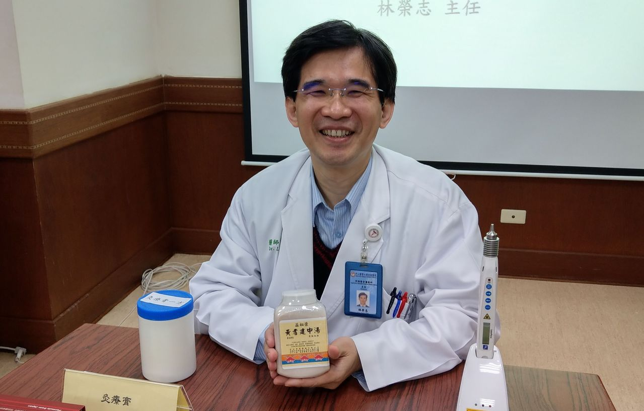 醫師林榮志建議,癌症治療以西醫為主,中醫為輔,治療更給力。記者趙容萱/攝影
