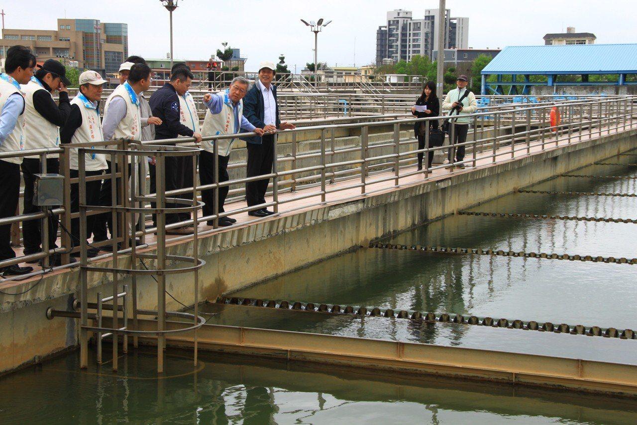 自來水公司第三區管理處長廖福全澄清,原水到淨水廠,得經過5道關卡,且共有68項水...