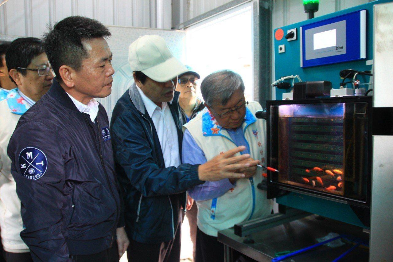 為監控新竹區的原水,還引進「原水生物養魚毒性監測儀」,大數據分析魚類的活動,當有...