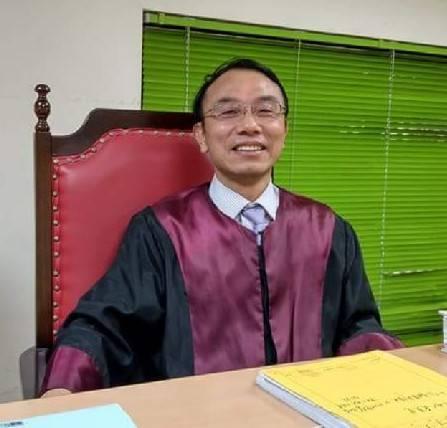 中信金融管理學院專任教授、執業律師劉邦繡,對於司法院要擴大指定律師免費擔任被告的...