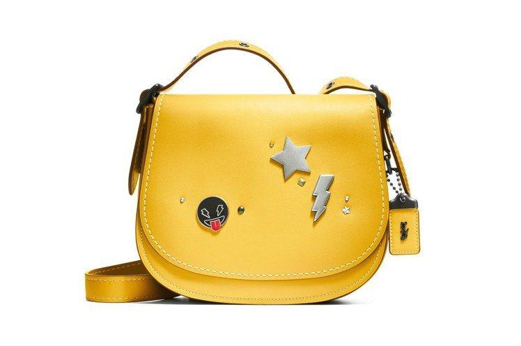 客製手袋釦飾包括星星、閃電、表情符號以及數字等共34種選擇。圖/COACH提供