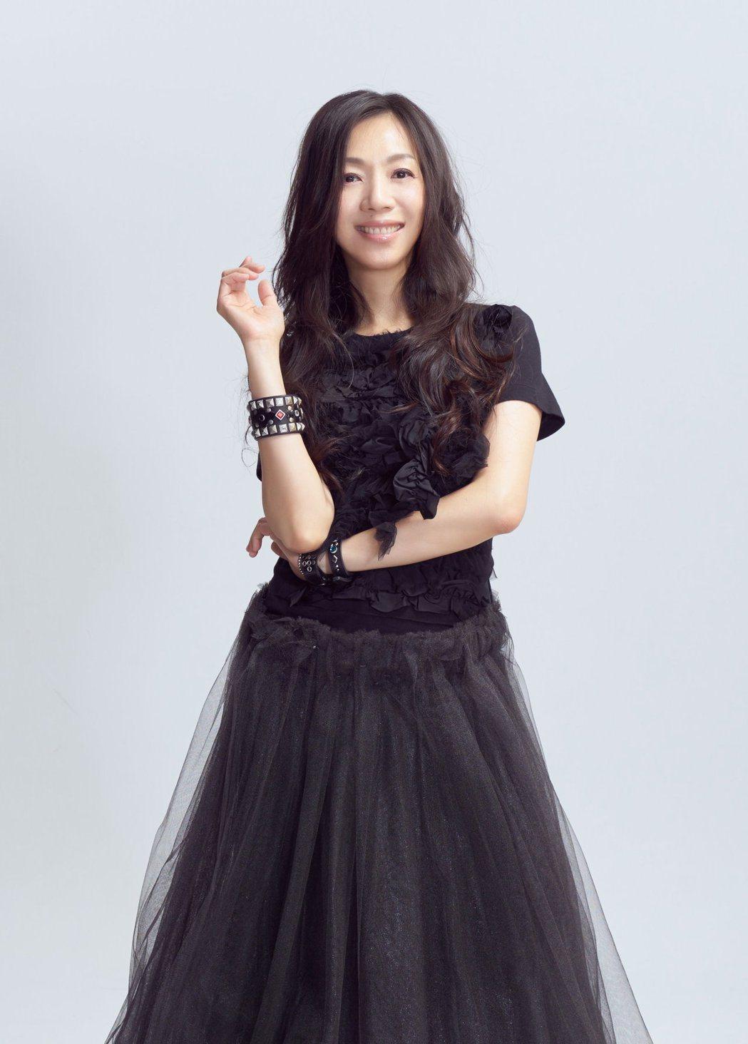 萬芳將在4月14日登上台北小巨蛋舉行「時間仍然繼續在走」演唱會。圖/原點概念提供