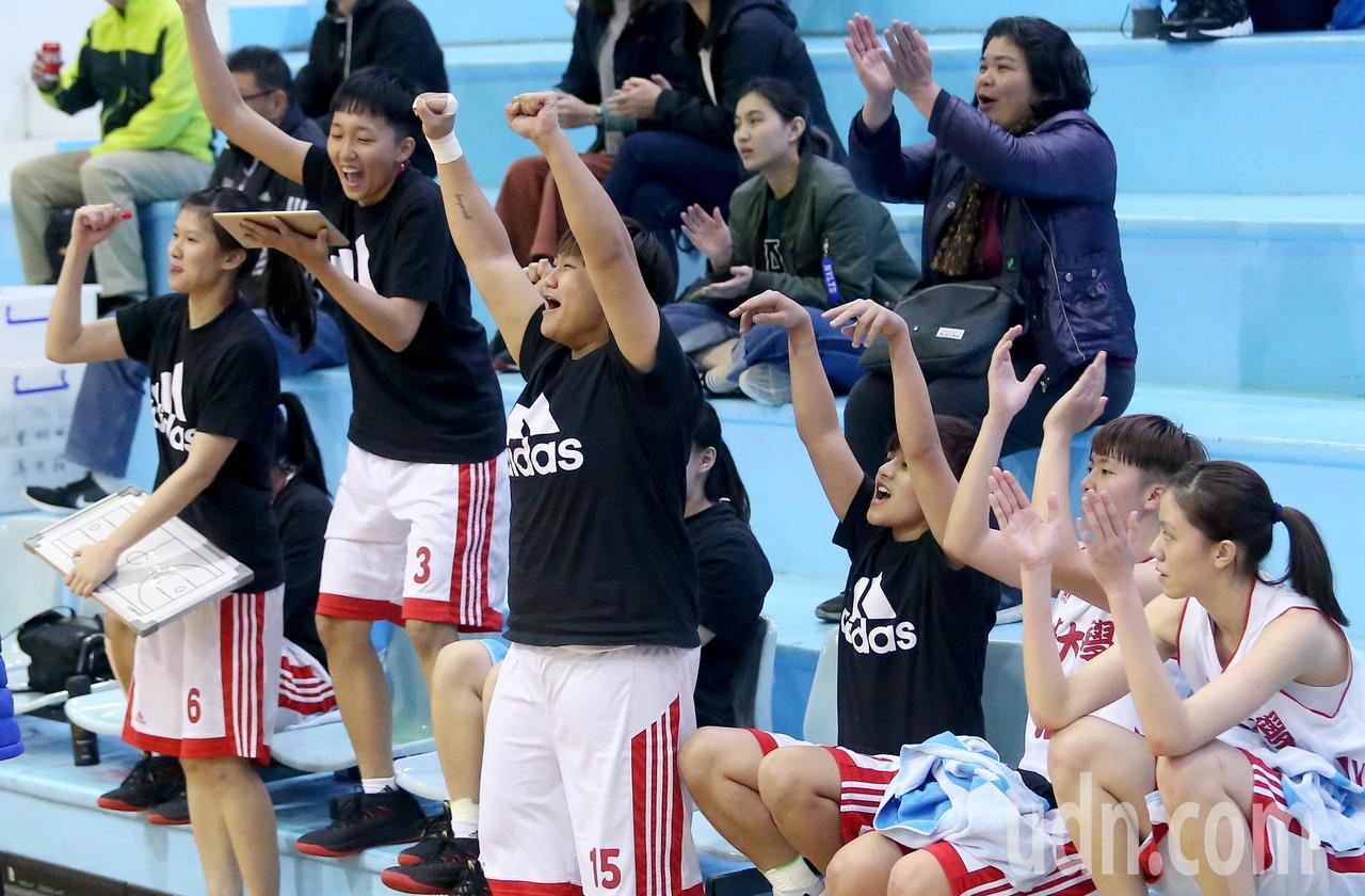 UBA大專籃球聯賽在台灣科大進行女子組賽事,佛光大學以67比58擊敗台師大,板凳...
