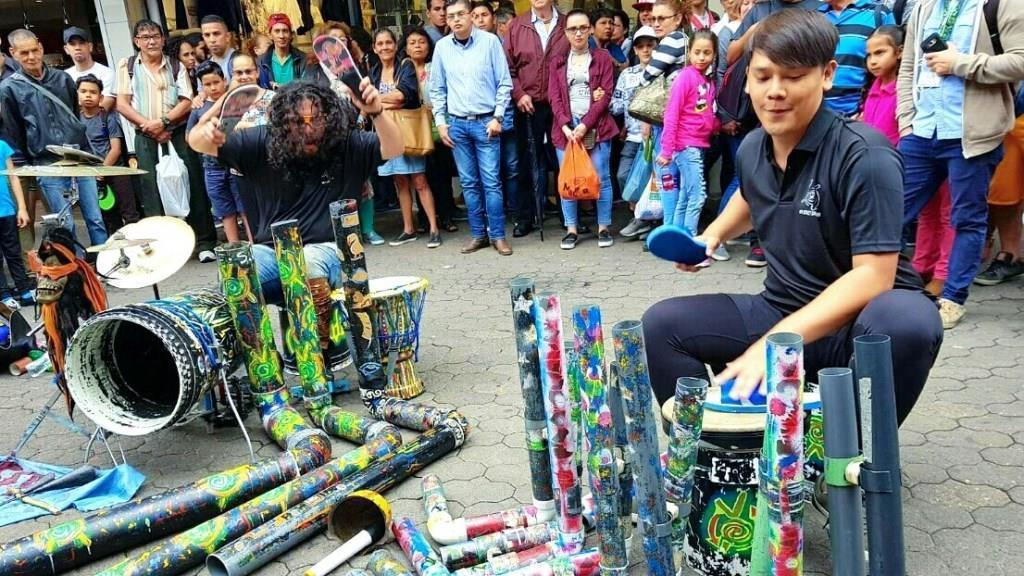 盧學叡挑戰街頭鼓手,獲得滿堂彩。圖/八大提供